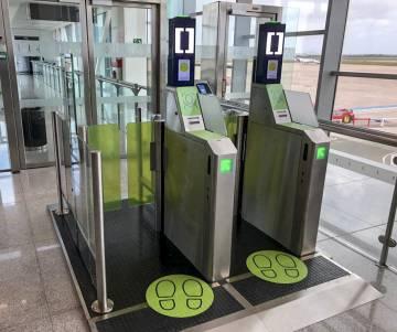 Embarque biométrico de reconocimiento facial en el aeropuerto de Menorca.