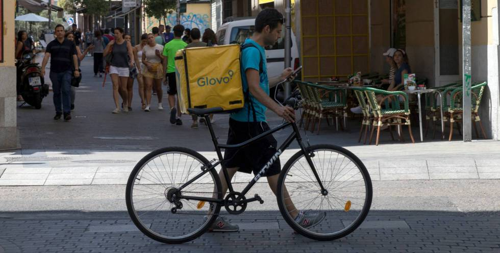 Un repartidor, en Madrid.