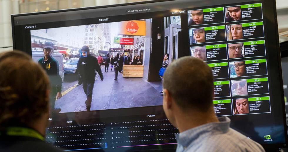 Sistema de reconocimiento facial mostrado en una conferencia tecnológica.