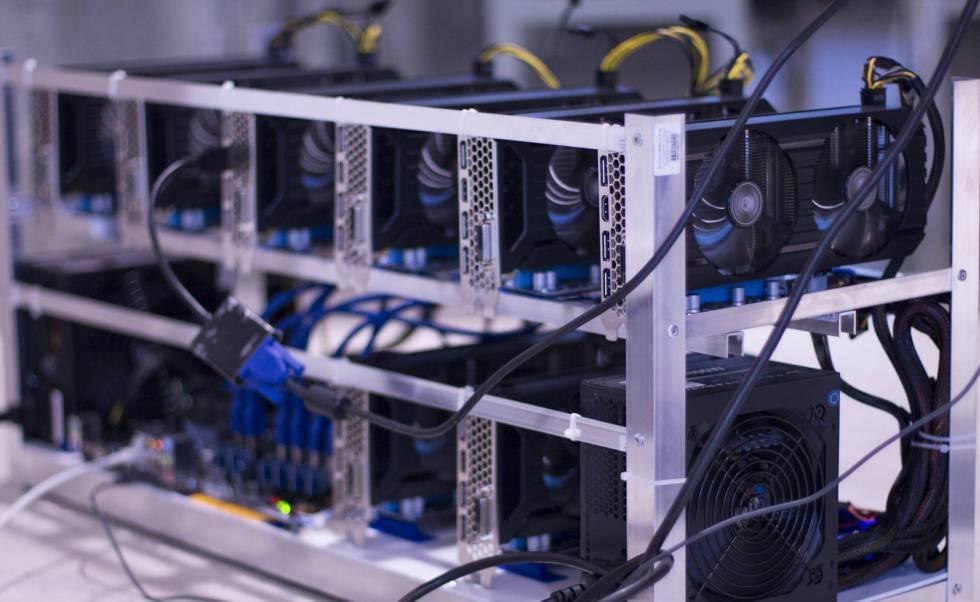 Uma instalação de vários computadores para garimpar a criptodivisa Ethereum.