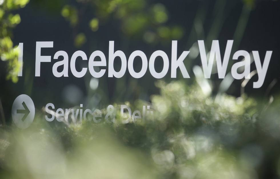 Indicación de Facebook en Menlo Park, California.