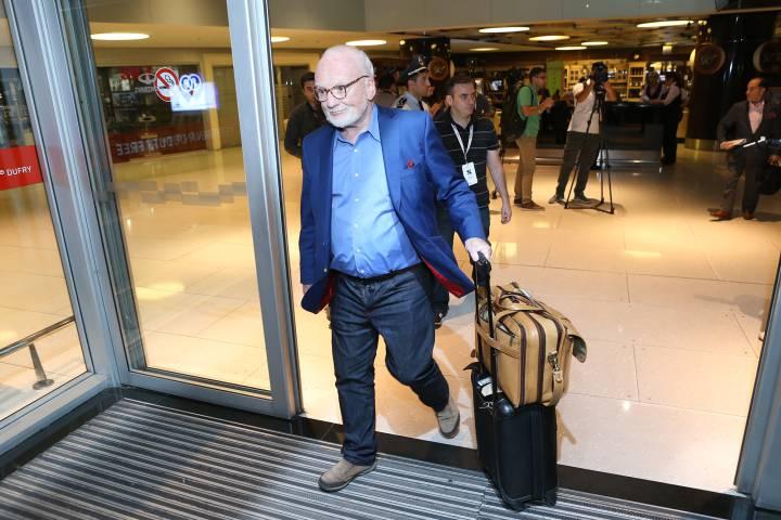 El experto en ciberseguridad Richard Clarke, a su llegada al congreso en Ereván.