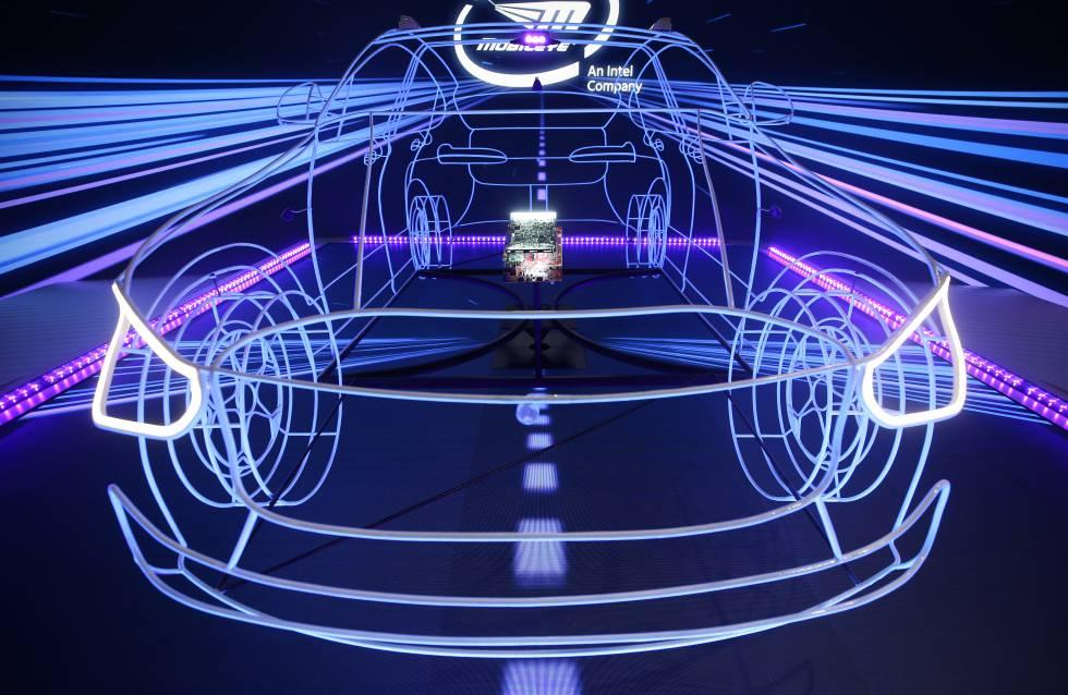 Efectos de luces para la tecnología de conducción autónoma de Mobileye, el 8 de enero de 2020 en Las Vegas, EE UU.