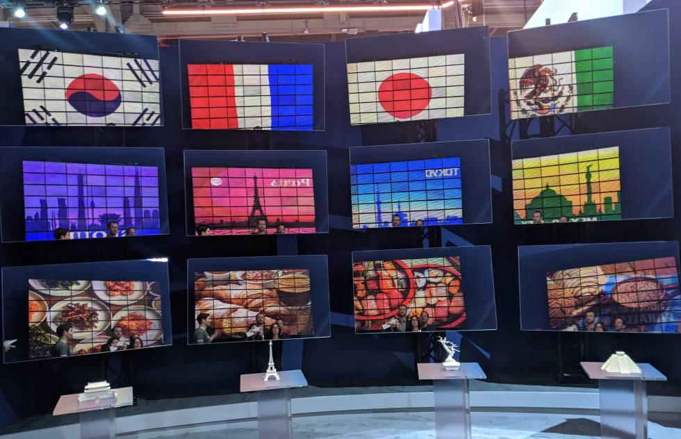 Varios espejos reflejan imágenes diferentes de una misma pantalla en una demo de realidad paralela.