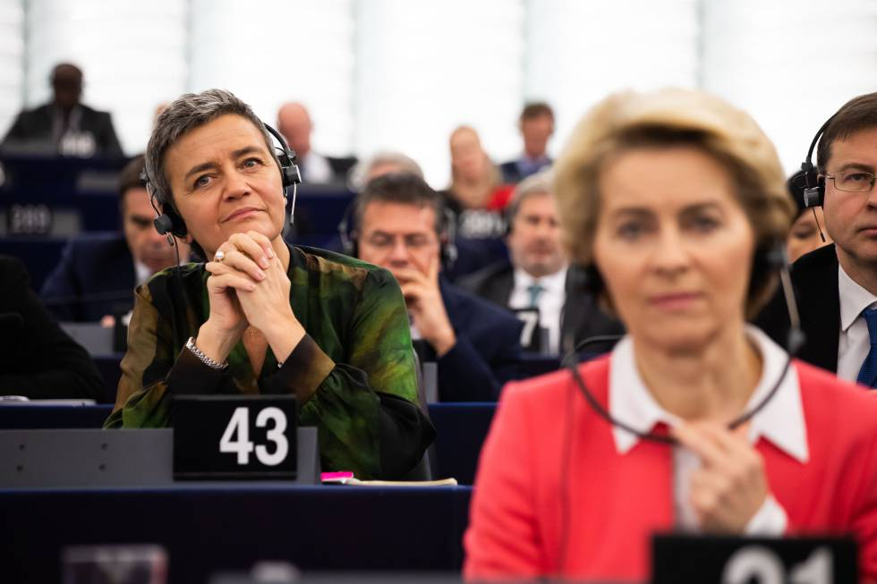 The president of the European Commission, Ursula von der Leyen, first; and the competition commissioner, Margherite Verstager, during a plenary session in the European Parliament.