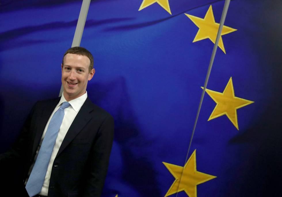El fundador de Facebook, Mark Zuckerberg, durante su visita a la sede de la Comisión Europea en Bruselas.
