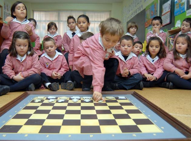 Alumnos del colegio Ludy de Ferrol, durante una clase de ajedrez