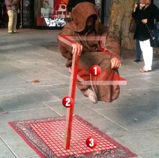 C mo se mantienen en el aire estos artistas callejeros for Chaise yoda