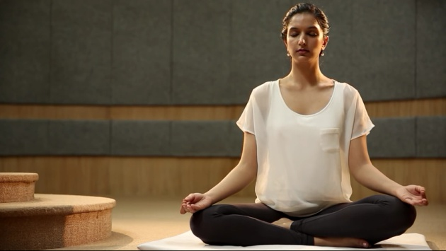 "Fotograma del vídeo <a href=""https://www.youtube.com/watch?v=0wgKZGtphjM"">Common Yoga Protocol AYUSH</a>, de Indian Diplomacy"