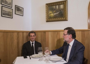 Rajoy takes Sarkozy for lunch, a new meme is born