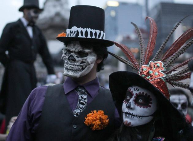 Una pareja disfrazada de Catrina en Ciudad de México. Alex Cruz/EFE