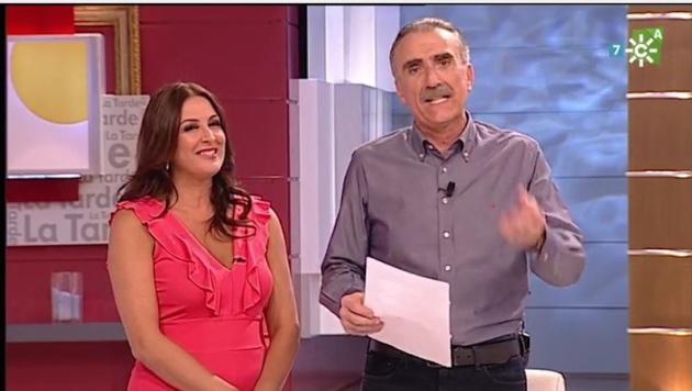 a0ba632fe4 Juan y Medio se disculpa por haber cortado la falda de Eva Ruiz en su  programa.