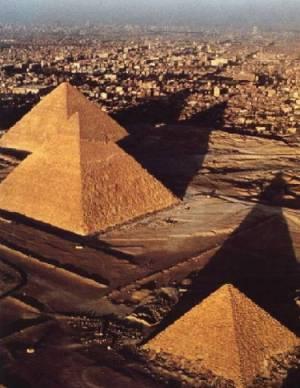 esta imagen de las pirámides de egipto es tan impresionante porque