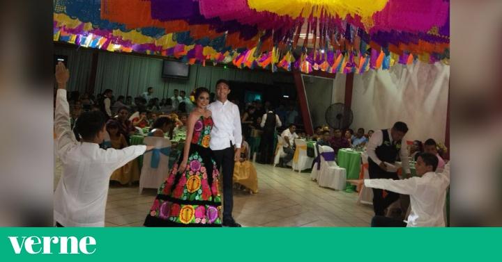 a080a9cc1 Una joven en Oaxaca celebra sus XV años al estilo tradicional del Istmo