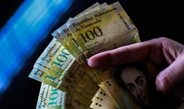 Billetes de 100.000 bolívares (aunque con tres ceros menos)