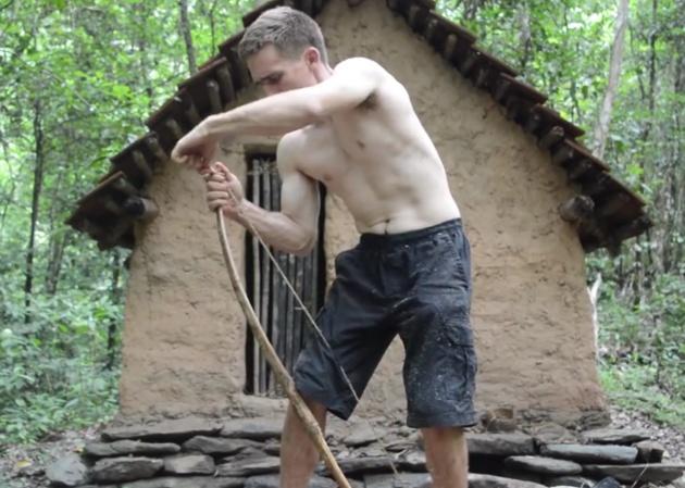 John Plant Crea Un Arco Y Una Flecha Con Sus Propias Manos En Vídeo Del