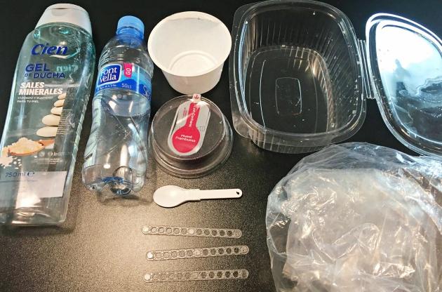 Este es el plástico desechable que he acumulado en un día.