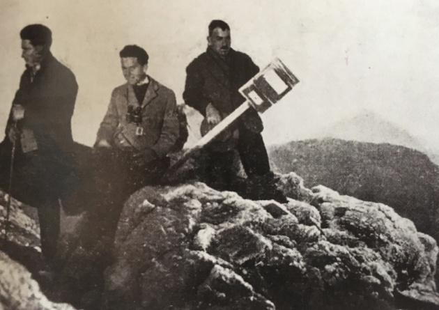 """""""Las manos, heladas, impiden la continuación de esta carta"""": correspondencia de los montañeros desde la cumbre"""
