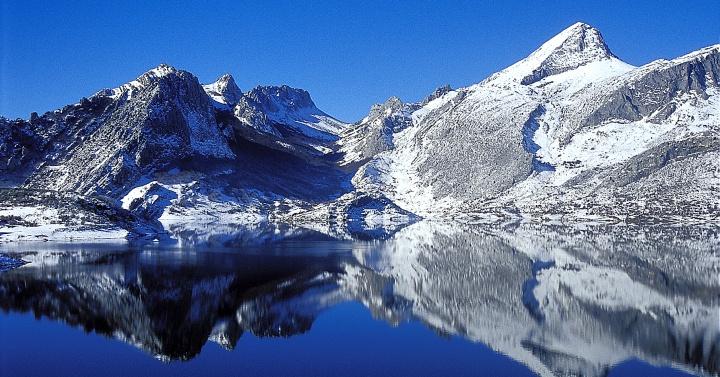 Solsticio De Invierno  Las Monta U00f1as Nevadas De Ria U00f1o  Le U00f3n
