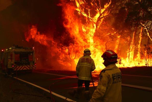 El fuego arrasa un bosque en Bilpin, a 86 kilómetros de Sídney