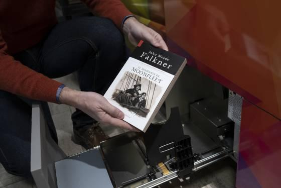 1580143836 716071 1580144610 sumario normal - 'Dragona', la máquina que imprime libros a la carta en menos de diez minutos
