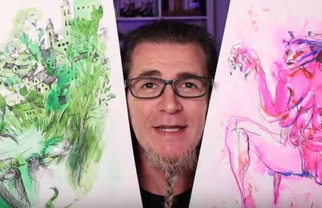 El artista Antonio García Villarán muestra un par de sus dibujos.
